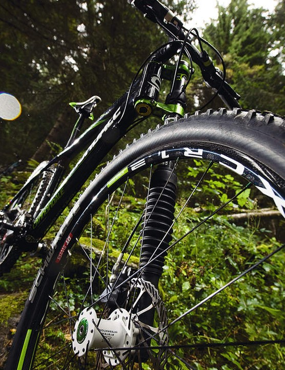 The 1,200g wheelset helps the Flash feel super-fast