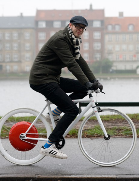 The Copenhagen Wheel developed by researchers from MIT stores energy every time the rider puts on the brakes, and then gives that power back to provide a boost when going uphill