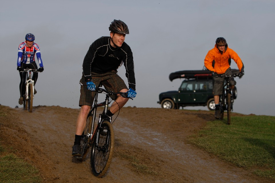 be76db43404 BikeRadar's Matt Cole tries out one of Land Rover's new mountain bikes