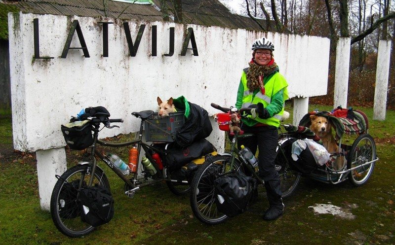 Zoa with the bikes and trailer