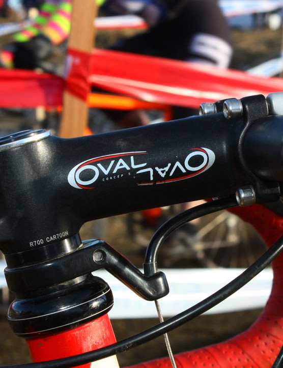 Reverse-mounted faceplate bolts are used on the Oval Concepts stem
