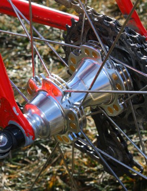 The rear hub features the same cylindrical aluminium spoke anchors plus an alloy freehub body