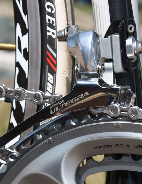 Shift performance from the stiffer Ultegra 6700 front derailleur was superb.