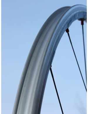 The solid outer rim bed and specific bead hook shaping make for true Road Tubeless compatibility