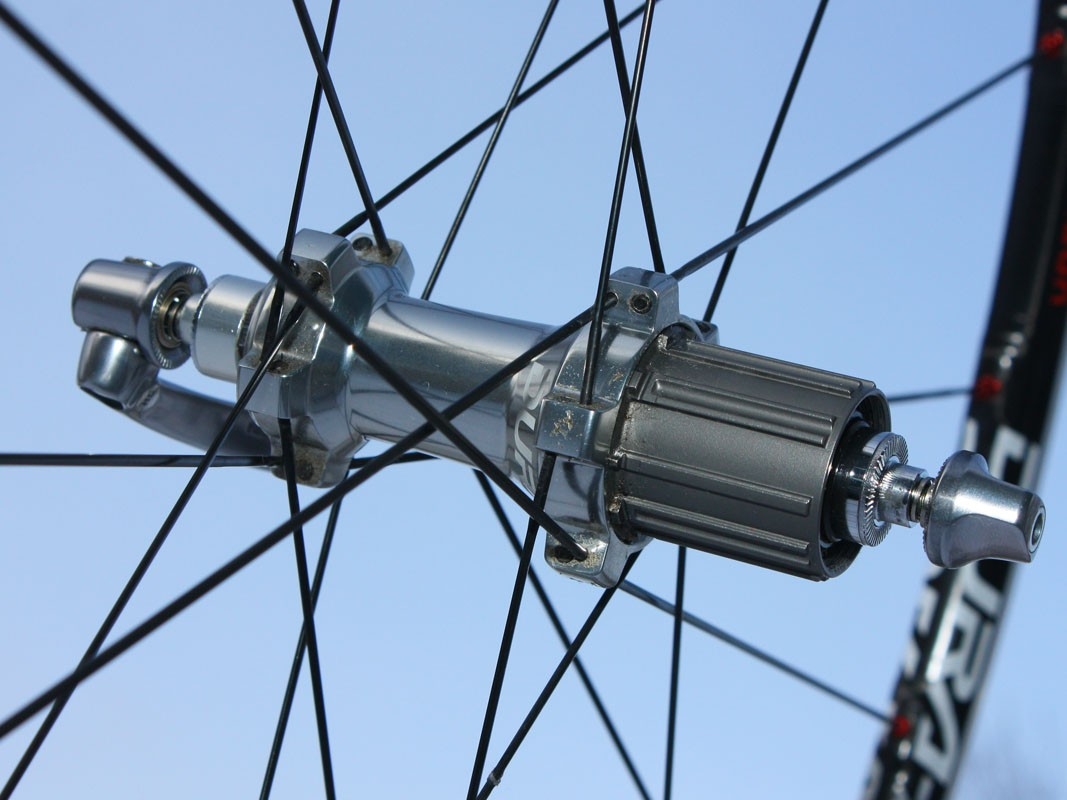 Straight-pull spokes are anchored wide on the body for excellent lateral rigidity