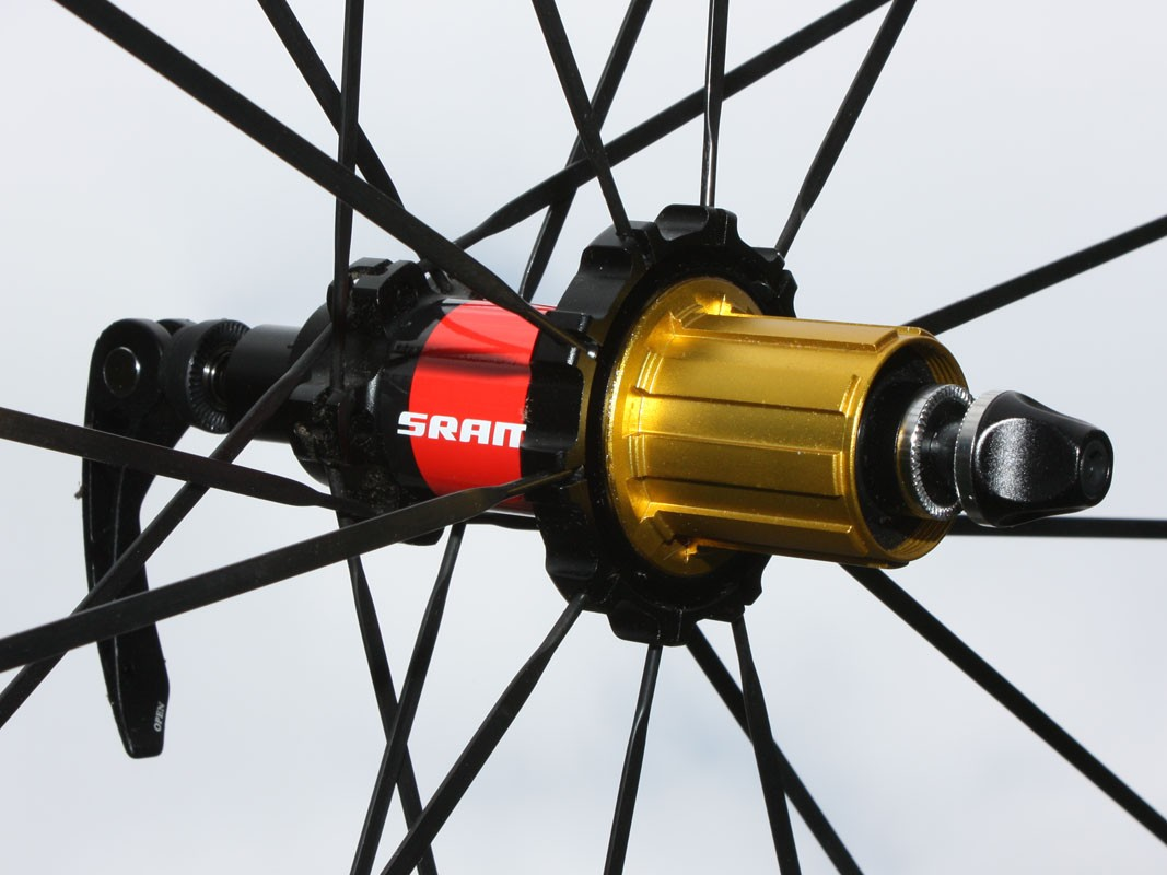 The rear hub features an alloy freehub body for light weight, an oversized alloy axle and four cartridge bearings