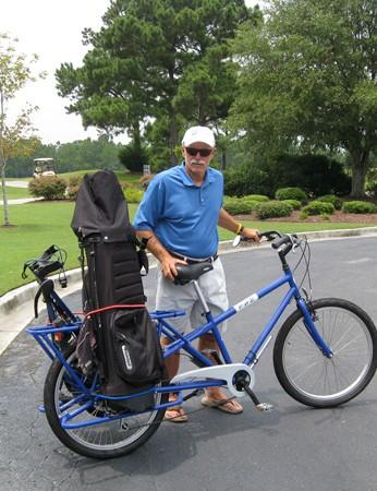 Mundo Cargo bike with golf kit attached