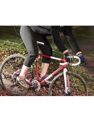 The top-tube of the Pure Blood has internal cable routing, keeping it clear for carrying