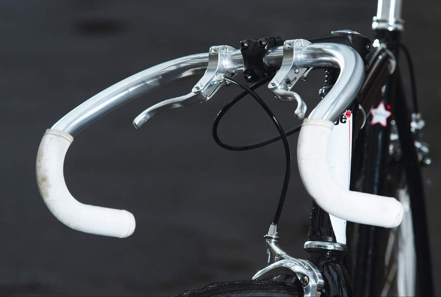 The Racer's super curved track style 'bowl' handlebar, with cyclo-cross style cross top levers