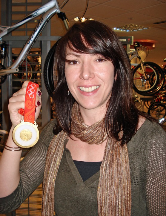 Rebecca Romero shows off her Olympic gold medal