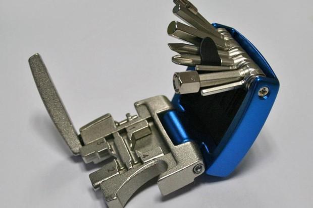 Knog 20 Tool open