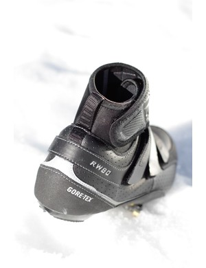 The rear of the shoe sports ample reflective piping.