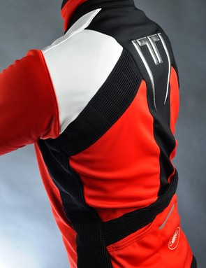Unique accordion-stretch panels along the sides, back and elbows lend impressive flexibility to go along with the very tight fit