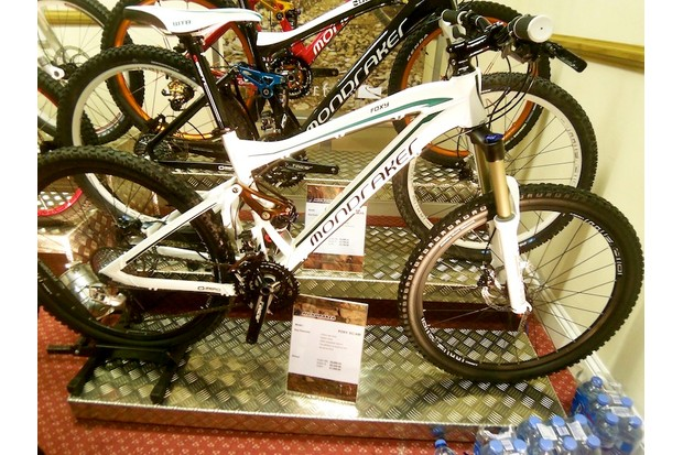 Mondraker Foxy – straight off the boat and ready to ride for £1,699.99. Look out for a first ride on this in the near future
