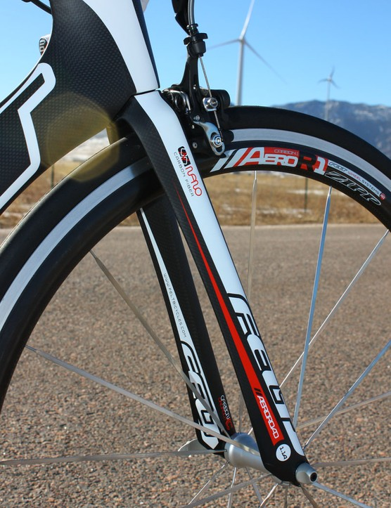 The matching Felt 11a fork features aero leg profiles and a crown that blends well with the trailing down tube