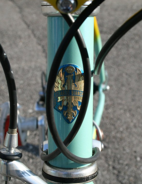 This head tube badge is hardly necessary as an identifier given the classic celeste paint