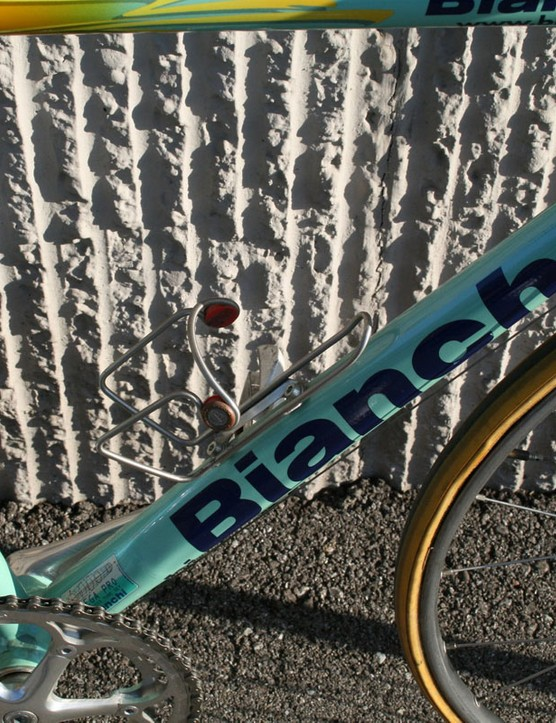 Bianchi's Mega Pro down tube profile started out round at the head tube then switched to a slight teardrop shape in the middle before ovalising at the bottom bracket shell