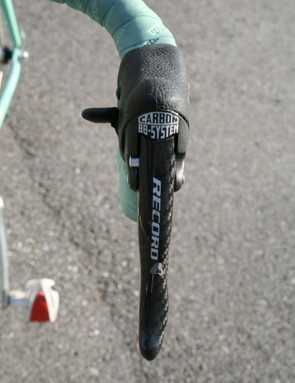 Nine-speed Campagnolo Record Ergopower levers are mounted low on the bars