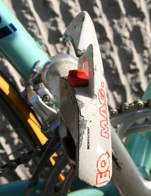 Pantani applied the power through a pair of Time Equipe Mag pedals