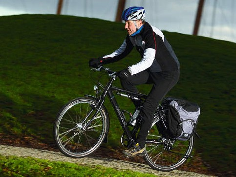 An upright and comfortable riding position offers steady, surefooted handling