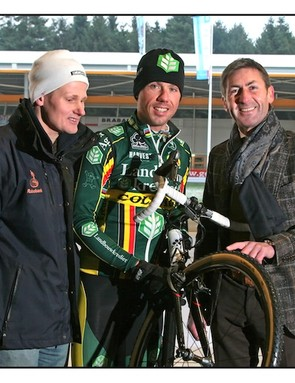 Richard Nieuwhuis, Sven Nys and Gideon Koens, the owner of HJC who made the tyre's spikes.