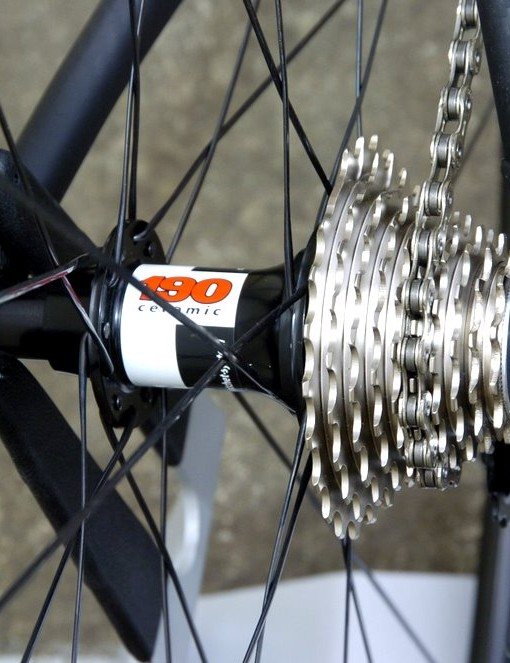 The Fast Forward F2R wheelset uses a DT 190 ceramic bearing hubset.