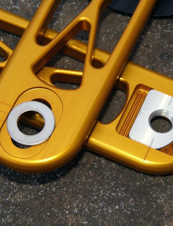 Adjustable pedal inserts allow for effective crankarm lengths of 165-182.5mm