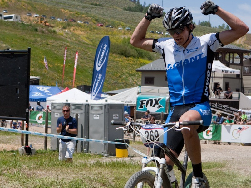 Adam Craig rides the Anthem X Advanced SL to victory at the 2009 STXC US National Championships.