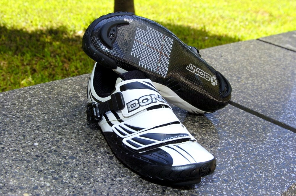 The carbon sole wraps up the sides of the foot on all sides for a highly supportive fit
