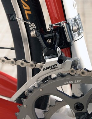 The Apex front derailleur has been designed to suit a wide range of frame sizes. It features trim for the outer chainring.