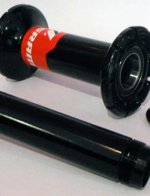 Couldn't be simpler: The 17mm oversize axle can be easily removed for servicing.