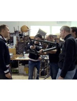 2008 Tour de France winner Carlos Sastre and Cervelo TestTeam mechanic Alejandro Torralbo look over the new Project California along with Thor Hushovd (left), Cervelo co-founder Phil White (far right) and race engineer Damon Rinard