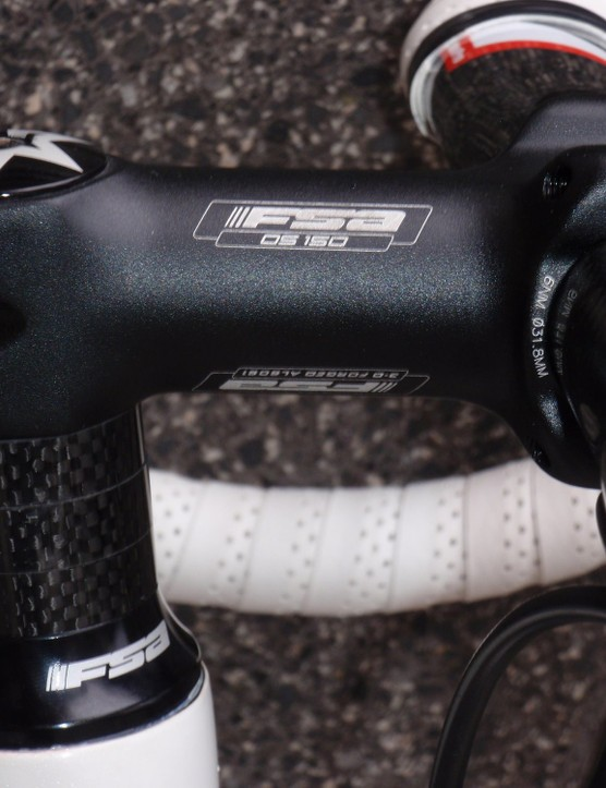 An FSA OS-150 alloy stem provides a solid, reliable option up front