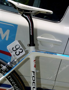 Roels uses a FSA K Force Light SB.25 seatpost with his Fizik Arione CX saddle