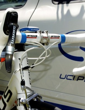 FSA supply most of the cockpit gear, with an integrated headset, OS99 (130mm) 6° stem and Wing Pro (420mm) bars