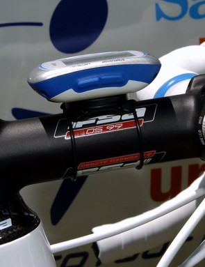 Given his track background, it's no surprise Roels opts for an alloy bar and stem