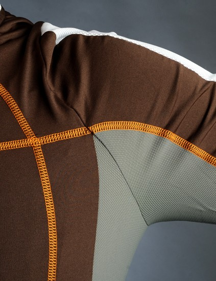 Mesh inserts around the underarms are well placed to evacuate excess heat