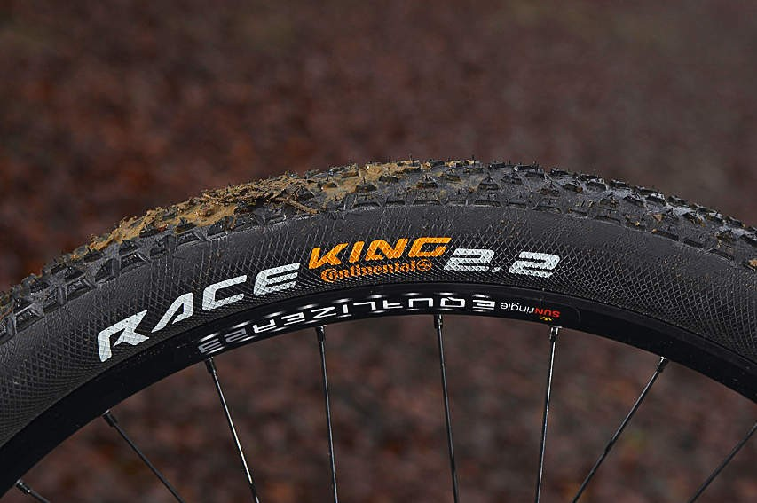 Continental's Race King tyres contribute to a light and snappy-feeling wheelset, but are prone to punctures