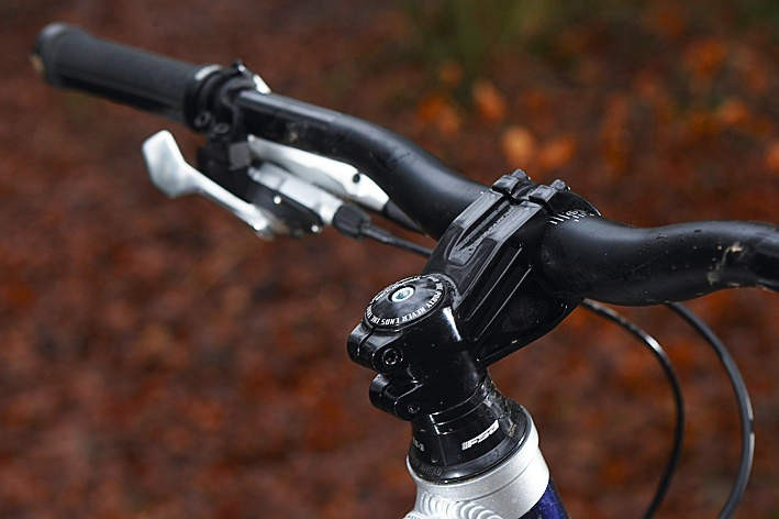 The Mongoose's 711mm wide bars and stubby stem build rider confidence when things are looking sketchy