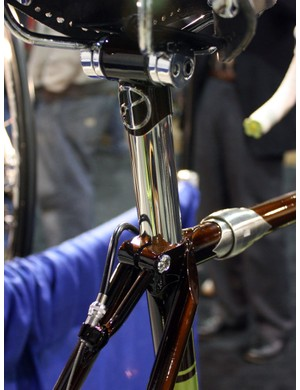 Yipsan built this custom seatpost with a stainless steel shaft and a cast head from Engin Cycles