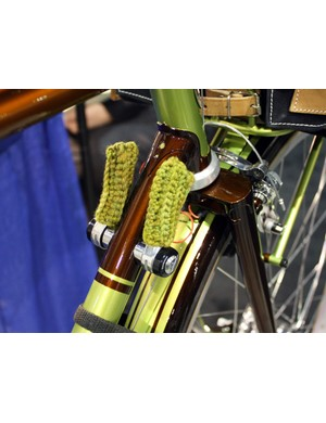 Yipsan wrapped the down tube shifters with knit socks