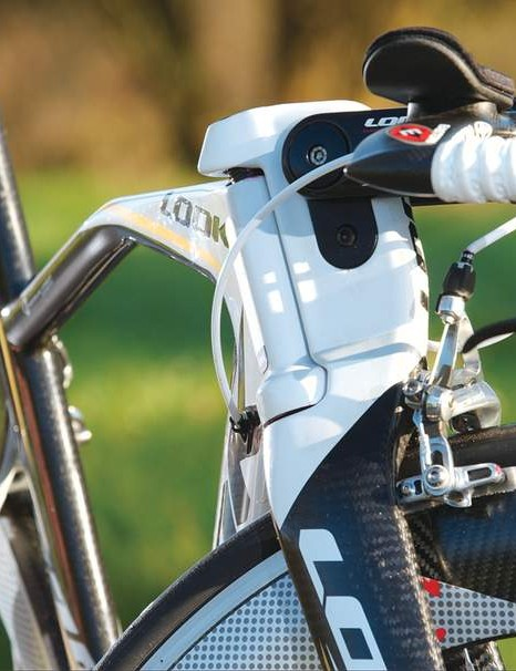The twin-plate stem finishes at a standard 31.8mm bar clamp – our test build had Easton Attack TT bars