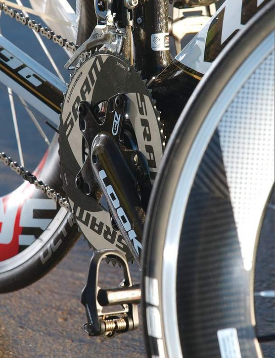 It might be hugely expensive, but the frameset does include Look's unique ZED crankset with huge carbon arms and BB
