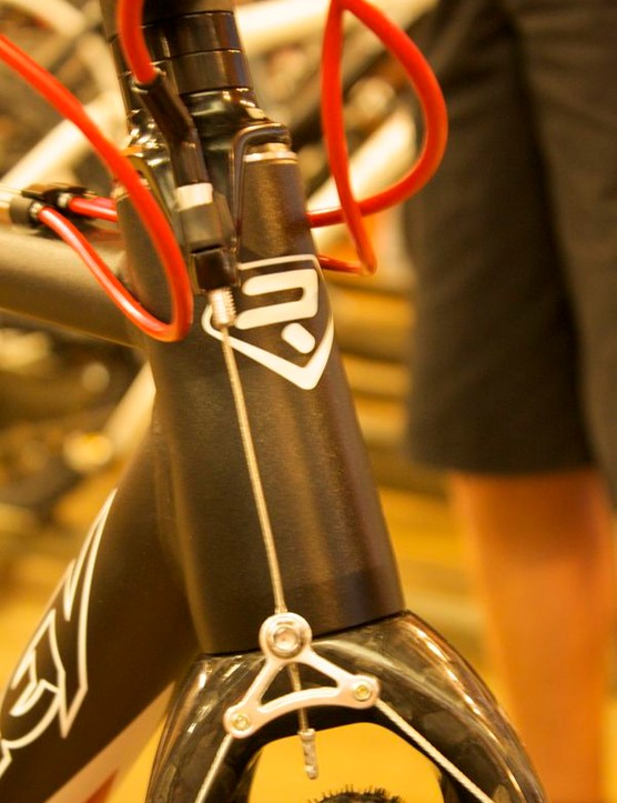 The X-Ride features a 1.5in lower headset bearing and tapered carbon steerer tube for the fork