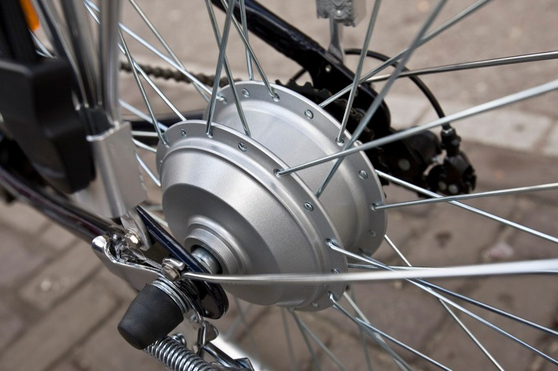 200w rear hub motor kicks in quicker than most to give you a helpful push up to speed