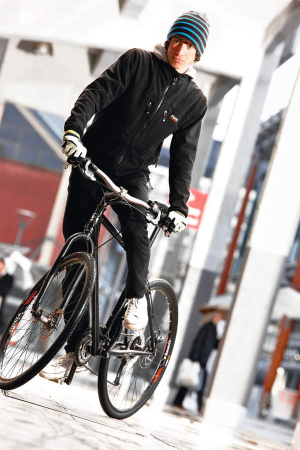 The attractive steel frame and fork give an impressive ride despite extra weight