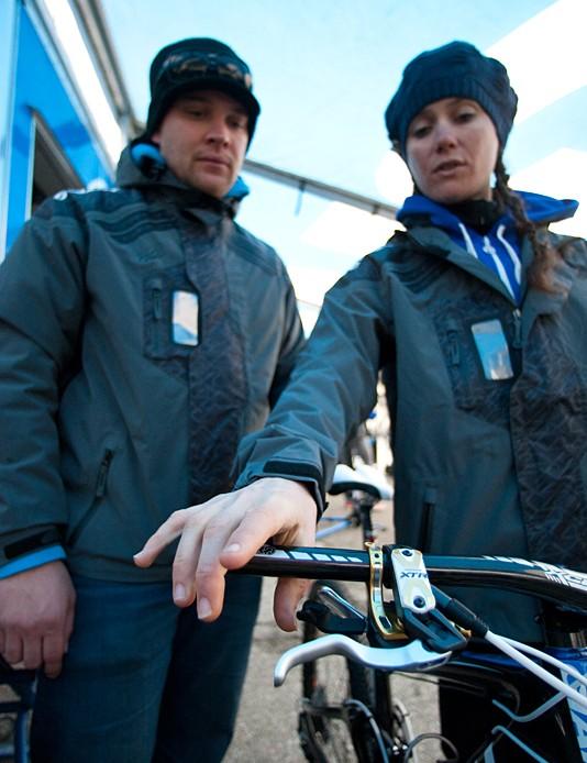 Giant team mechanic Joe Staub and cross-country racer Kelli Emmett talk about her bike