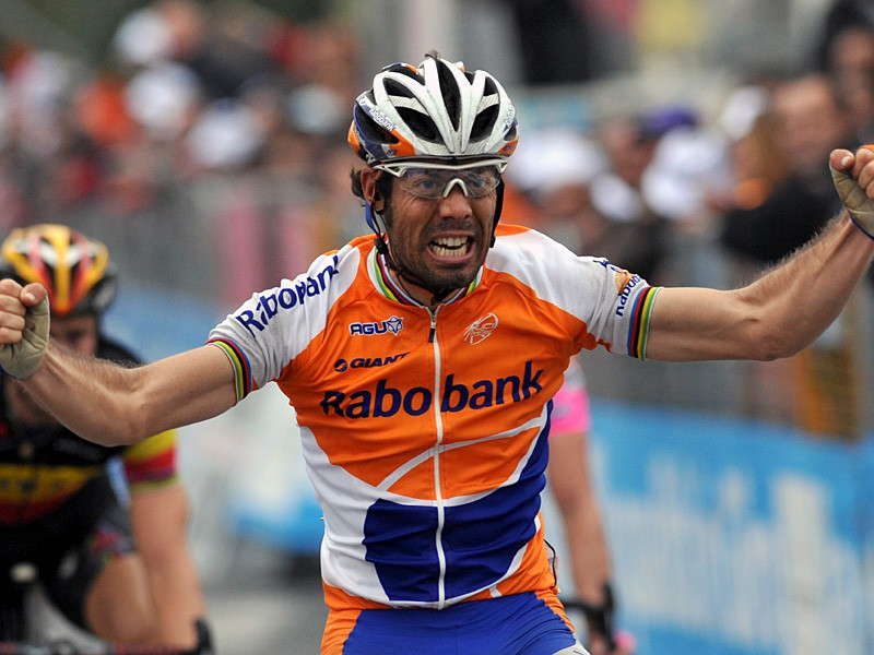 Oscar Freire won his third Milan-San Remo on Saturday