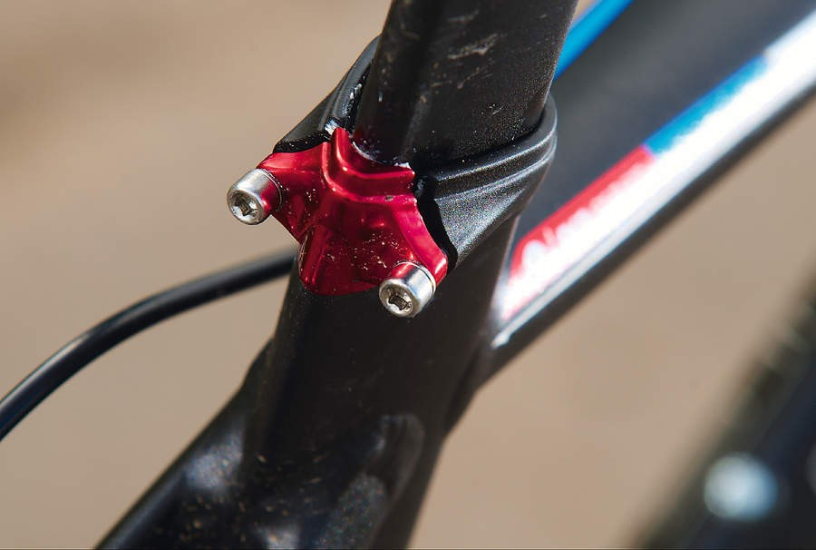 A red anodized rear clamp for the aero seat tube adds a bit of bling for naughty drafting riders to appreciate