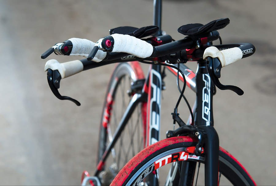 These broad brake levers on the Felt really inspire confidence, and the extension bars are super-adjustable